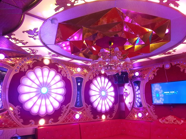 mau-phong-hat-karaoke-vip-dep-50
