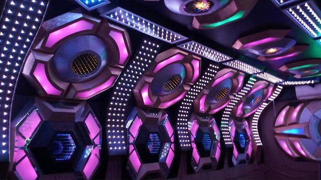 mau-phong-hat-karaoke-vip-dep-74