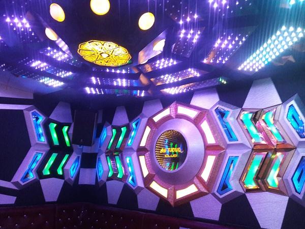 mau-phong-hat-karaoke-vip-dep-92
