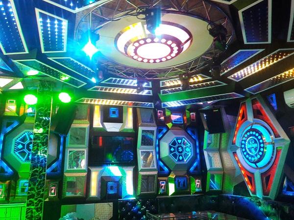 mau-phong-hat-karaoke-vip-dep-96