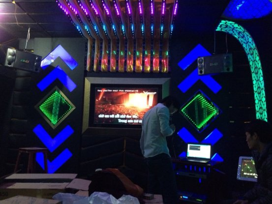 thi-cong-phong-karaoke-dep-1112
