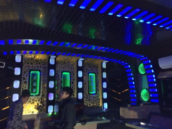 thi-cong-phong-karaoke-dep-3