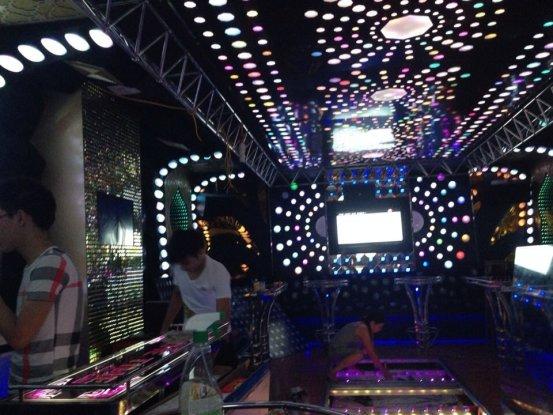 thi-cong-phong-karaoke-dep-4
