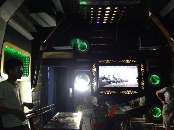 thiet-ke-thi-cong-phong-hat-karaoke-acb-13